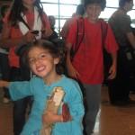 En Barajas apunto de subirnos al avión de regreso.... con el jamón de fuera!