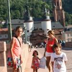 Todos cruzando el Alten Brücke