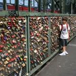 Carlos en el puente de Hohenzollernbrücke