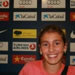 Ania dando conferencia de prensa
